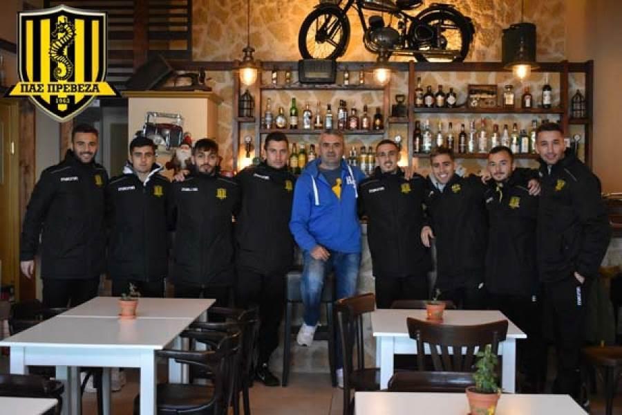 Χορηγική συνεργασία ΠΑΣ Πρέβεζα και παραδοσιακού καφενείου ''Απέριττον''